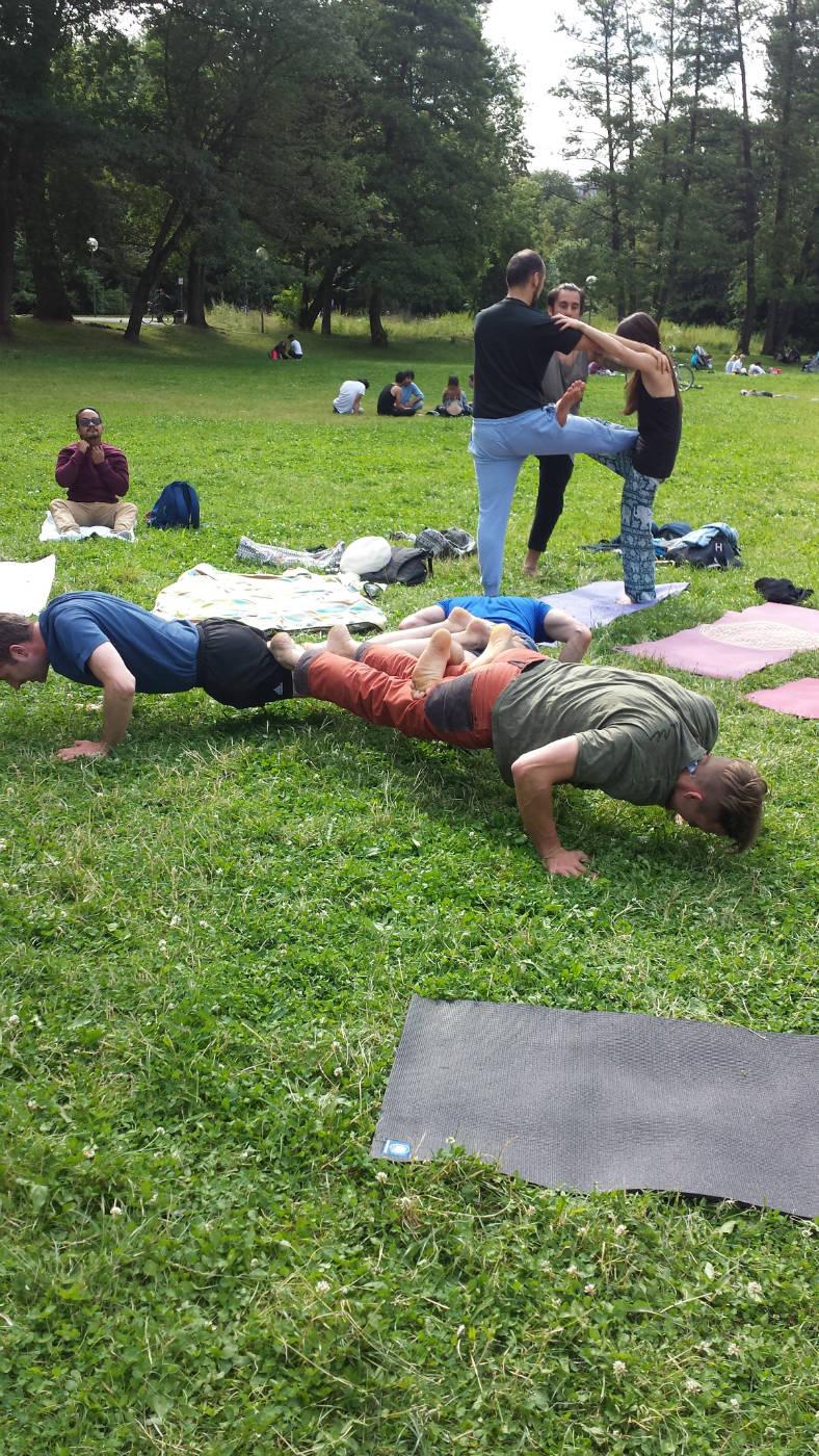 AcroYoga-im-Park-Juli-2016-005